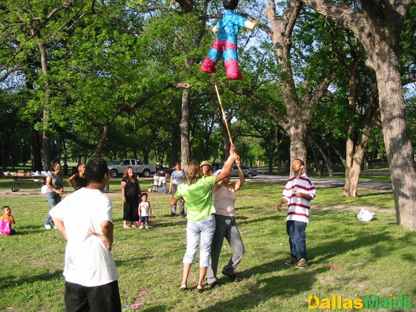 pinata_swinging1_adults